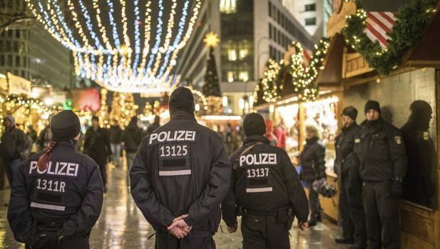 La Policía vigila el mercado de Berlín