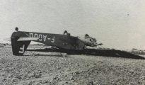 Así quedó el avión Potez-54 tras el aterrizaje de emergencia- Del libro «Morir en Madrid», Editorial Raíces
