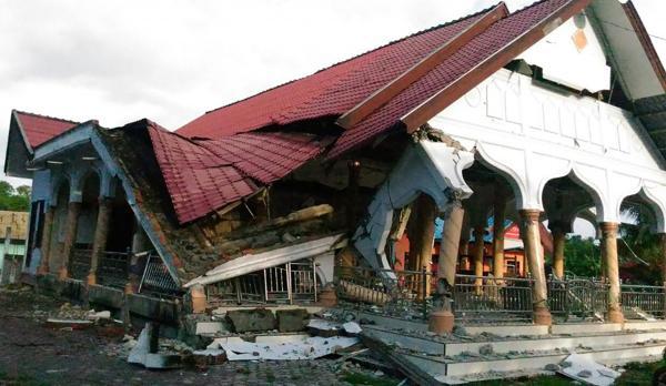 Un edificio derrumbada en Pidie Jaya, una de las zonas más golpeadas