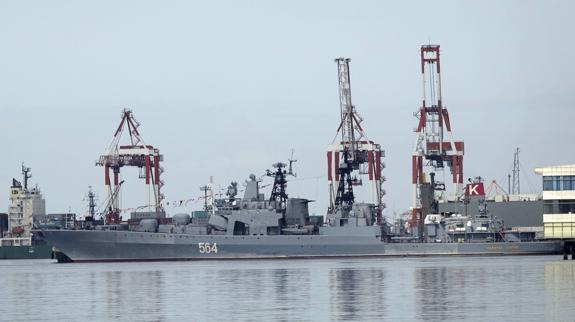El destructor antisubmarino ruso Admiral Tributs.