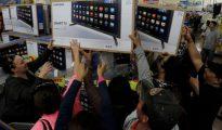 Los mexicanos suelen ir de compras a los shopping centers de Estados Unidos en busca de ofertas
