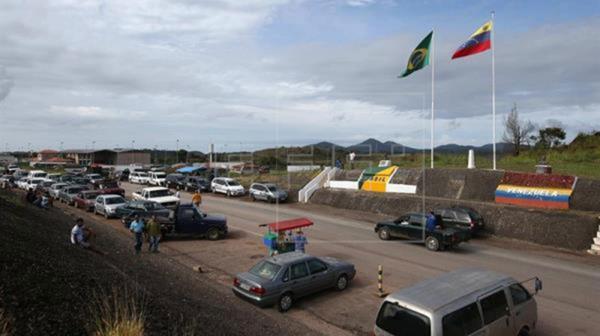 Las ciudades fronterizas del lado brasileño se ven desbordadas por la cantidad de venezolanos