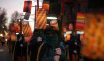 Farolillos multicolores en la cabalgata de Vic