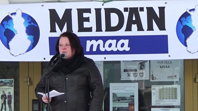 """En Finlandia, Terhi Kiemunki, del Partido Finlandés, ha sido condenada por un tribunal por """"calumniar e insultar a los adeptos a la fe islámica"""" (Imagen: captura de un vídeo de YouTube)."""