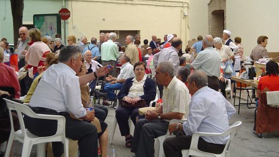 Un grupo de jubilados reunidos.