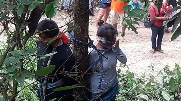 La víctima del linchamiento junto a sus dos hijos, también atacados