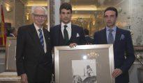 Andrés Amorós, José María Manzanares y Enrique Ponce, durante la entrega de premios en el Club Allard de Madrid