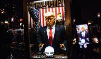 Muñeco crítico con Trump en la concentración en Nueva York contra el presidente electo.