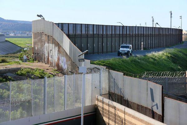 De los 3.200 kilómetros de frontera entre Estados Unidos y México, cerca de un tercio ya se encuentra vallado
