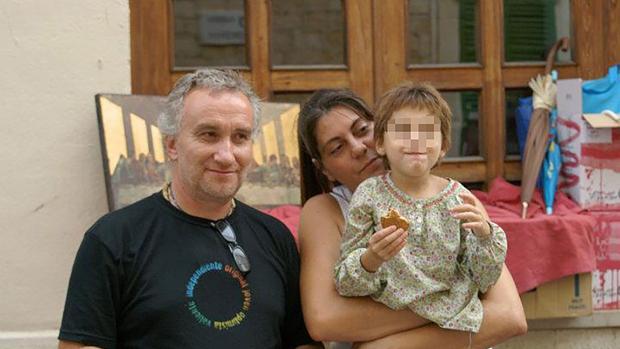 Los padres de Nerea, junto con su hija
