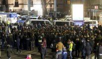 La Policía de Colonia durante el operativo para evitar violeciones en la Estación Central de Colonia