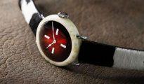 El extravagante reloj hecho con queso
