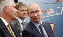 Vladimir Putin, junto a Rex Tillerson.