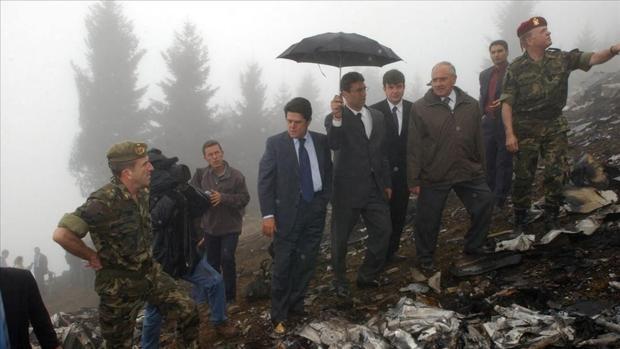 El entonces ministro de Defensa, Federico Trillo, en el lugar del accidente, en Trurquía, en mayo de 2003