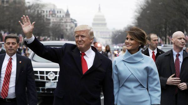 Trump y su esposa Melanie, ayer viernes.