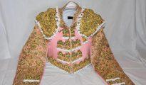 Chaquetilla del terno rosa y oro
