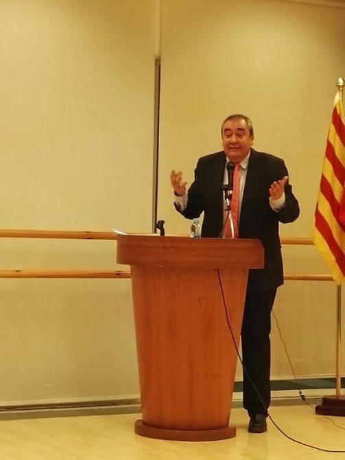 .Armando Robles, durante un acto político en Cataluña.