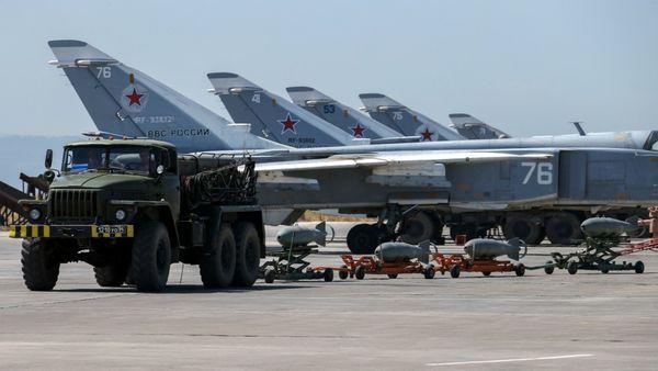 """Bombarderos Su-24 """"Fencer"""" en un aeródromo sirio"""