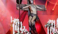 Un sarasa denigrando a Jesús.