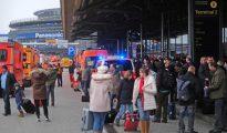 Pasajeros evacuados en el aeropuerto de Hamburgo