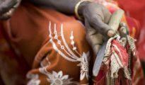Arraigada en una extrema desigualdad de género y antiguas tradiciones ritualísticas, la mutilación genital femenina está muy extendida en muchos países de África y Medio Oriente