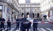 Fuerte dispositivo policial en los aledaños del Louvre tras el ataque