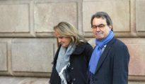 Artur Mas, y su esposa Helena Rakosnik