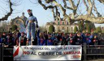 Trabajadores de la fabrica de motocicletas Yamaha se manifiestan en 2011 contra el cierre de la planta de Palau-solità i Plegamans (Barcelona)
