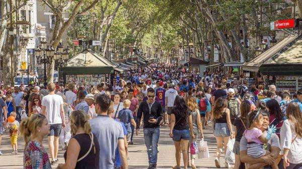 De las 32 millones de personas que visitaron Barcelona el año pasado, sólo 8 millones se hospedaron en hoteles