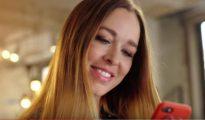 Beth, en el anuncio de CatalApp