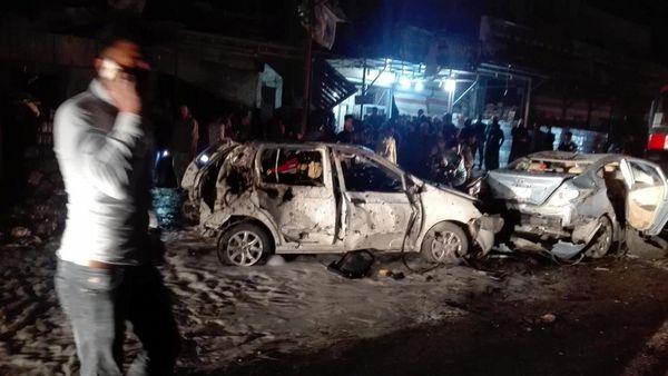 Autos destrozados en la zona de la explosión