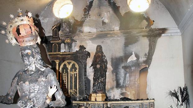 Destrozos en una iglesia en Navarra.