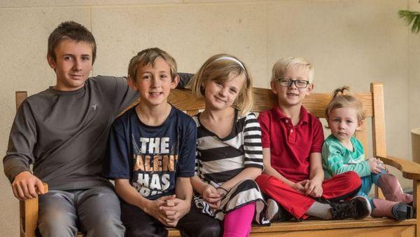 La familia de hermanos esta compuesta por Bradley de 11 años, Preston 10, Layla 8, Landon 6 y Olive la más pequeña de solo 2 añitos