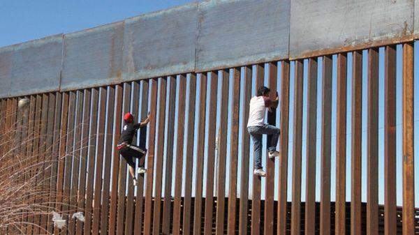 La idea de las autoridades estadounidenses es que el muro sea impenetrable.