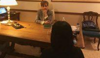 La abogada Virginia Iorio en su despacho junto con Laura, la mujer víctima de la violación (Foto Corriere della Sera)