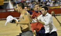 El activista Peter Janssen, en el ruedo de Palma de Mallorca