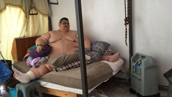 Juan Pedro, hoy, todavía pasa la mayor parte del día postrado en la cama. Pero ya es más optimista respecto al futuro