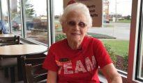 A los 94 años, Miss Loraine festejó 44 de trabajo con el público en McDonald's