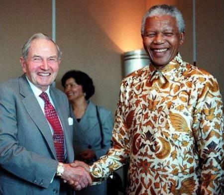 Mandela con su amo David Rockefeller.