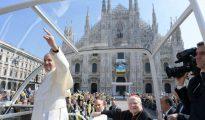 El papa Francisco frente al Duomo de Milán