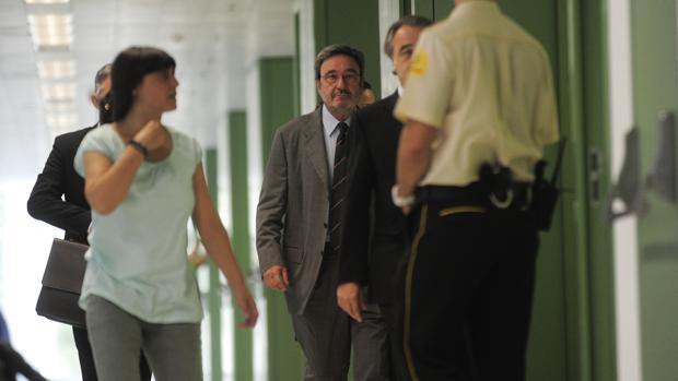 Narcís Serra, en los juzgadosd de Barcelona
