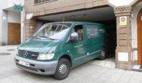 En la imagen, el vehículo que trasladó el cuerpo sin vida de José Manuel Triñanes (El Comercio)