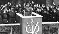 Franco preside el desfile de la victoria de las tropas nacionales contra el ejército rojo.