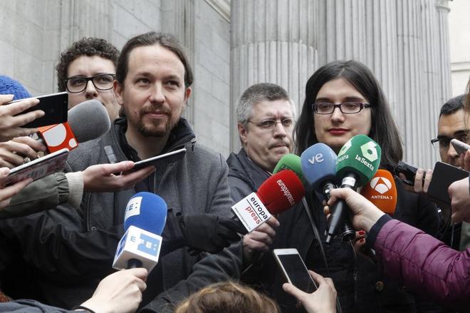 Pablo Iglesias y Cassandra Vera.