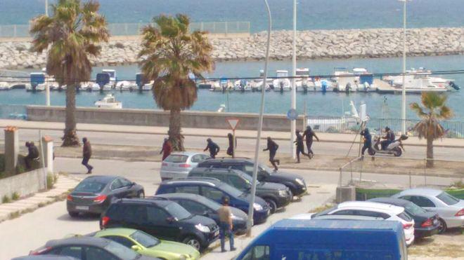 Varios de los atacantes que persiguieron a los agentes en la Línea de la Concepción (El Mundo)
