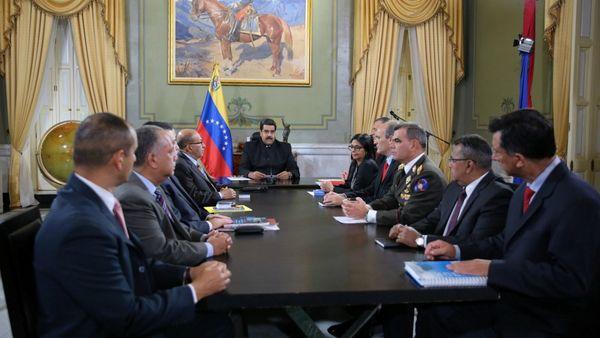 El Consejo de Defensa, encabezado por Nicolás Maduro, durante la reunión en la noche del viernes.