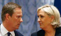 Nicolas Dupont-Aignan y Marine Le Pen en rueda de prensa