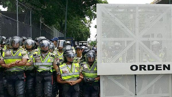 La Guardia Nacional Bolivariana bloqueó un paso a los opositores