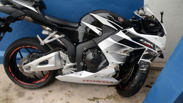 Así quedó la motocicleta de Germaine Mason tras el accidente fatal