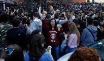 Miles de jóvenes se congreraron ante la Facultad de Filología, frente al Paraninfo